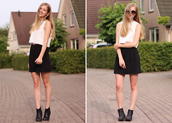 Janne B - H&M Croptop, Sacha Chelsea Boots, Chicnova Necklace - Black and grey