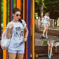 Yana P - Topshop Cat Print T Shirt, H&M Shorts, Topshop Sunglasses - Kitty print