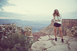 Lisa Olsson - Zara Shirt, Ray Ban Sunglasses, Zara Belt, Nelly Leather Shorts, Jennie Ellen Fringe Shoes - High heels in Grand Canyon