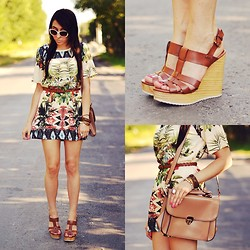 Pam S - Vateno Dress - Printed dress & brown shoes