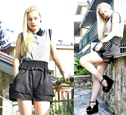Teresa Morone - Wholesale Dress.Net Shorts, Vintage Blouse, Chicnova Bag - Un altro look in bianco e nero con una blusa vintage