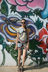 Aigyz Rebelle - Dolce & Gabbana Plate Print, Dolce & Gabbana Plate Print, Basconi Noname, Mango Necklace, Sunglasses Polar - Print in the air