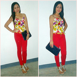 Dalz Salas - Https://Www.Facebook.Com/Stylehiveboutique Floral Corset, United Colors Of Benetton Colored Pants - Floral Corset <3