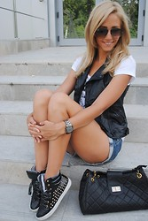 Manuella Lupascu - Zara Vest, Fshoes Sneakers, Dressylink Bag - Sporty day