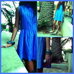 Shahaf Zalait - Tlv Blue Vintage Dress, Topten Blue Bracelets, Peace&Flower Rings, H&M Glitters Silver Shoes - VINTAGE DAY