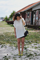 Anđela Vitorović - Mango White Top, New Yorker Shorts, Choies Toe Sandals - Green shoes