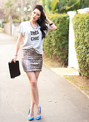 Kelly Nicole - Witchery Tres Chic Tee, Cotton On Sequin Skirt, Ali Express Clutch, Hannahs Blue Suede - Tres Chic #kellynicoleblog
