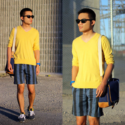 Justin Leigh - Ray Ban Wayfarers, Gap V Neck Sweater, Topman Striped Shorts, Coach Canvas Messenger Bag - Bright Nights