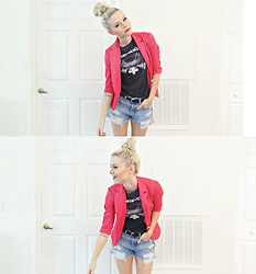Sarah Hawkinson - Frontrowshop Blazer, Hot Topic Metallica Tee, Levi's® Levi's Shorts - Fade to black