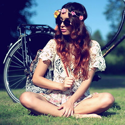 Alana Ruas - Chic Wish Top, H&M Flower Headband - Amsterdamse Bos