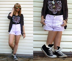Niki D - Vintage Shorts, Converse Sneakers, H&M Shirt, United Colors Of Benetton Cardigan - If you love me won't you let me know?
