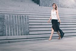 Sydney Jayne . - Mon White Leather Top, Weekday Black Skirt, Zara Nude Shoes - Www.minimaleccentric.de