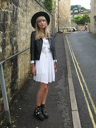 Sally-Anne Holliday - Jeffrey Campbell Coltrane, Howl And Wolf White Dress - Howl and Wolf