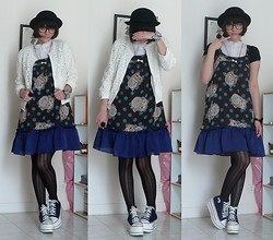 Chantilly M. - Emily Temple Cute Etc X Yuko Higuchi Cat Print, Angelic Pretty Ribbon Bangle, H&M Rabbit Necklace, Promod Flower Jacket, H&M Bowl Custom Hat - Cat and rock'n roll