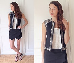 Laura A-B - H&M Vest, Zara Shorts, Pull & Bear Sandals, H&M Top - Wings
