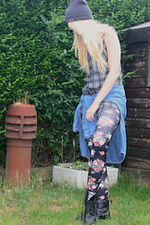 Rikki Battle - Heart In Hand (Band) Beanie, Cross My Heart Apparel Vintage Denim Shirt, Ebay Floral Leggings, Dr. Martens 8 Eyelet Dms, Vintage Grey Plaid Shirt - My heart is in your hands