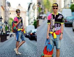Chaby H. - Szputnyik Vintage T Shirt, Pull & Bear Denim Short, Colorful Backpack, H&M Swag Baseball Cap - Vintage summer
