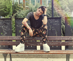Aleks Ray - Asos Flower Printed Pant, Yru Qozmo White Shoes - Boys do it better ::