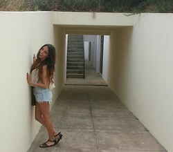 Kristy Araujo - Free People Top, H&M Shorts, Primark Shoes - I <3 PORTUGAL