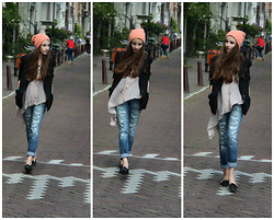 Daniela Hálová - H&M Hat, United Colors Of Benetton Blazer, H&M Shirt, United Colors Of Benetton Boyfriend Jeans - My lovely Amsterdam!