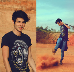 Vini Uehara - Rook Brand T Shirt - The Desert Song
