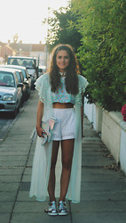 Helena L-C - Somewhere Nowhere Holographic Unicorn Clutch, River Island Holographic Sandals, Vintage Mint Sheer Kimono - Holographic Unicorn