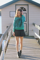 Isabella Wight - The Orphan's Arms Sweatshirt, Chic Wish Skirt - WILDE