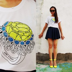 Elster Fash - Love & Peace Yellow Diamond Ring Graphic Tee, Elster Fashion Navy Circle Skirt - Rare Love & Peace