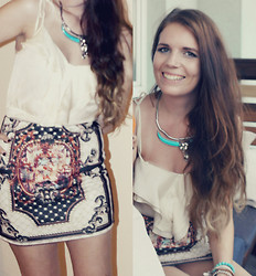 Sandra G - Zara Neon Bull Necklace, Primark Bracelets, H&M Creme Top, Banggood.Com Vintage Printed Skirt - Facing the sun