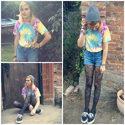 Amy K - Vintage Stall Tie Dye, Next High Waisted Shorts, Floral Tights, Primark Plimsoles, Republic Bracelet, People Tree Beaded Bracelet, River Island Male Beanie - Grunge Meets Tie-Dye