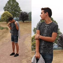 Pelayo Salor - Zara T Shirt, Zara Shorts, H&M Tricot, Andy Z Trainers - I just ride.