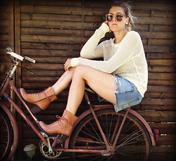 Nora - Michael Kors Sunglasses, Old Navy Meshtop, Ralph Lauren Jeans Shorts, Vagabond Laced Boots, Vintage Bike - It's kind of fun to do the impossible