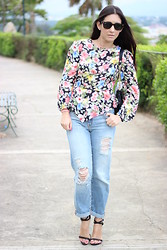 Anyelina G. - Gap Jeans, Bohoo Floral Top, Zara Sandals, Ray Ban Sunglasses - Floral top and boyfriends jeans