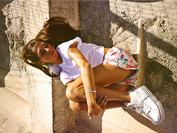 Caroline Roxy - Sneakers, H&M Top, H&M Shorts - I'll be there on the shoreline <3 // CAROLINEROXY.SE