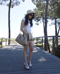 Rebeca Solis Medina - Zara Necklace, Pull & Bear Skirt, Primark Handbag - I love asian print...