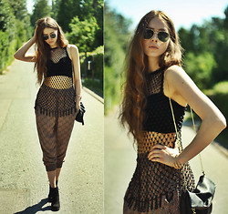 Elina I - Etsy Beaded Top, Motel Rocks Velvet Bralet, Zara Harem Pants, Zara Shoes, H&M Sunglasses, H&M Bag, Aloha Helsinki Claw Bracelet - Forever