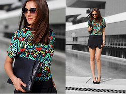Nika H - Oasap Top, Chic Wish Clucth, Vjstyle Sunnies - Colorful Geometry