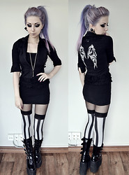Rosa Pekkanen - Killer Cat Shirt, H&M Top, Morticia Stockings, Demonia Swing 220 Boots - Fall in lie