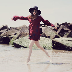 Rachel-Marie Iwanyszyn - Http://Ww.Hats.Com Hat, Free People Skyfall Dress, Zerouv Sunglasses - THE OCEAN BREATHES SALTY.