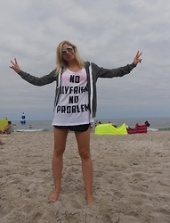 Michalina Kasprowicz - Bershka T Shirt, New Yorker Shorts, Teranova Blouse, H&M Sunglasses - NO boyfriend NO problem!