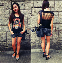 Elster Fash - H&M Black Tote Bag, Lowrys Farm Striped Heels - Cut out Harley-Davidson