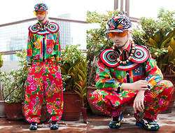 Andre Judd - Versace Vintage Gianni Buttondown Shirt, H. Custodio Wide Legged Trousers, H. Custodio Bullseye Neckpiece, Ann Ong Barrel Neckpiece, Vintage Neo Tribal Cap, Vintage Frames, Raf Simons Holographic Sneakers - PSYCHEDELIC SPORT