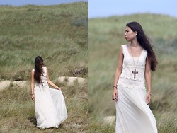 Rosalie Green - Dress, Necklace, Moon Earrings - Wuthering heights scenery