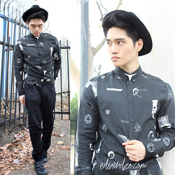 Edward Z. - Skull Pin, Printed Shirt, Leather Strap Sneakers - Modern Magic