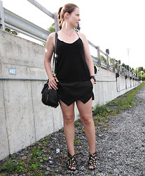 Erika Berglund - Ebay Skort, Gina Tricot Top - Who needs the sun, when the rain's so full of life