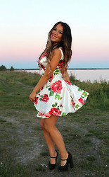 Jozella K - Sheinside Floral Dress, Dinsko Shoes - Dreaming about red roses