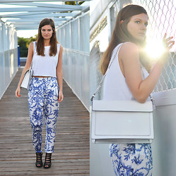 Aurelia K. - Zara Pants  , Zara Bag  , H&M Top  , Shoes   Carry - I'm wearing prints!