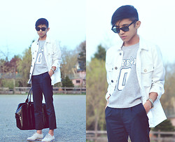 Mc kenneth Licon - Ray Ban Wayfarer, Won Hundred White Denim Jacket, Playboy Vintage Sweater, Vince Camuto Oxford - One Summer Day
