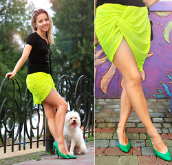 Iren P. - Pull & Bear Neon Yellow Scarf Worn As A Skirt - Twist your neon scarf as a Skirt!