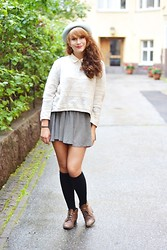Riikka P - Monki Hat, H&M Cardigan, Din Sko Shoes - She moves in her own way